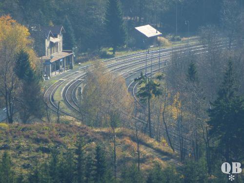Mittem im Wald: Jedlová (Bahnhof)